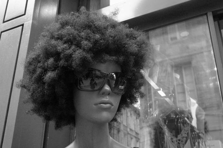 femme-a-lunette-noire